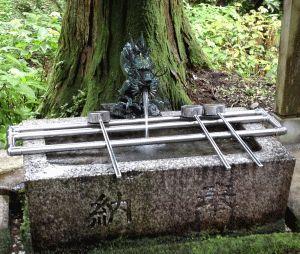 御岩神社御神水